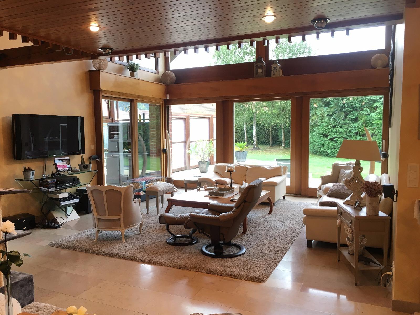 METROPOLE SUD : Magnifique propriété 300 m2 bâtie sur un terrain de 1400 m2 sans vis à vis avec piscine couver