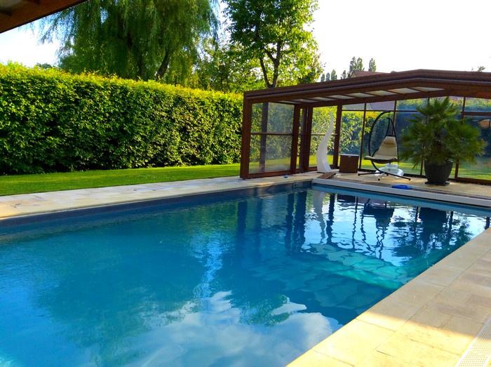 METROPOLE SUD : Magnifique propriété 300 m² bâtie sur un terrain de 1400 m² sans vis à vis avec piscine couver